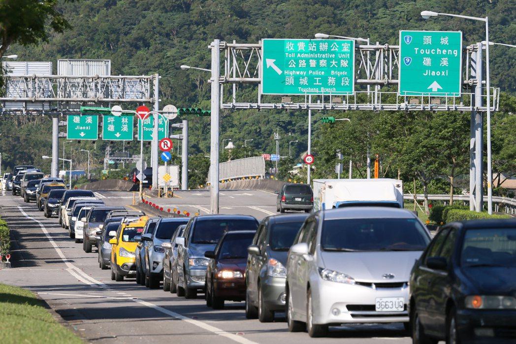 每到連假結束前,國道5號雪隧路段就塞爆,回堵的車潮常一路綿延至頭城、礁溪市區。 ...