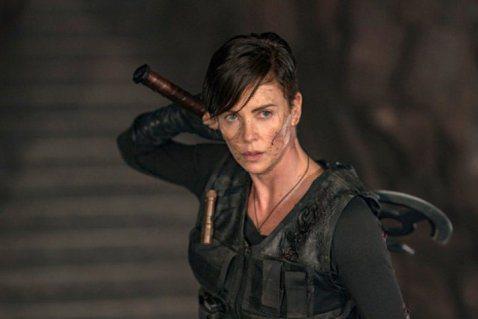 莎莉賽隆最近帶來Netflix全新動作片「不死軍團」,在片中飾演能力強大的不死戰士,實際上莎莉從影多年,早演過「瘋狂麥斯:憤怒道」、「全民超人」以及「公主與狩獵者」多部動作片,卻從未有機會演出漫威電...