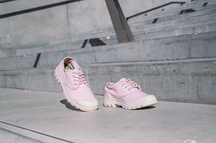 Palladium ORGANIC系列櫻花裸粉PAMPA OX鞋2,080元。圖...