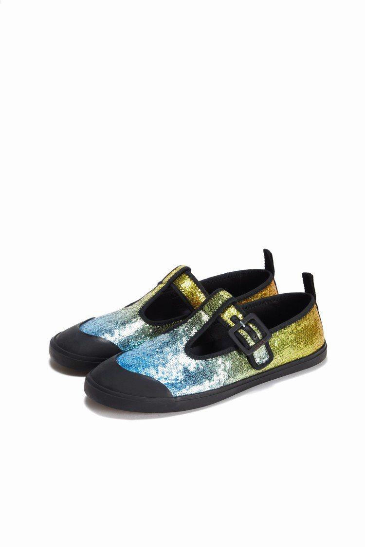 男裝藍色漸層亮片平底鞋,23,000元。圖/LOEWE提供