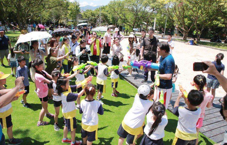 基隆安樂三期公園啟用,親子共融式遊具、成人體健設施。圖/基隆市政府提供