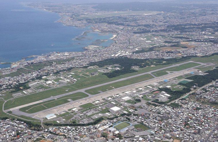 日本沖繩縣內的普天間海軍陸戰隊航空基地5月20日空拍照。(路透/讀賣新聞)