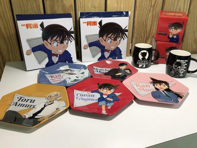 全家便利商店「名偵探柯南」集點活動推出結合動畫版重要角色的六角餐盤,以會員點數8...