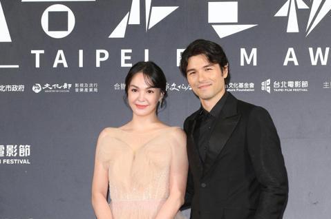 台北電影獎頒獎,鳳小岳、張榕容出席台北電影獎會前接受媒體拍攝。