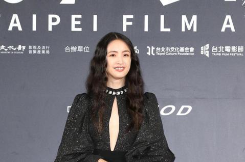 台北電影獎頒獎,柯震東、林依晨出席台北電影獎會前接受媒體拍攝。