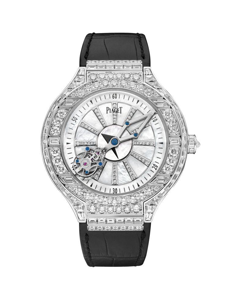 擔任頒獎人的邱澤配戴了伯爵(PIAGET)的白K金相對陀飛輪腕表,單價高達2,5...