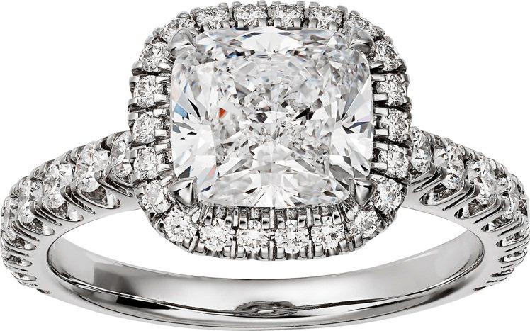Cartier Destinée枕形切割單鑽戒指,約172萬元。圖/卡地亞提供