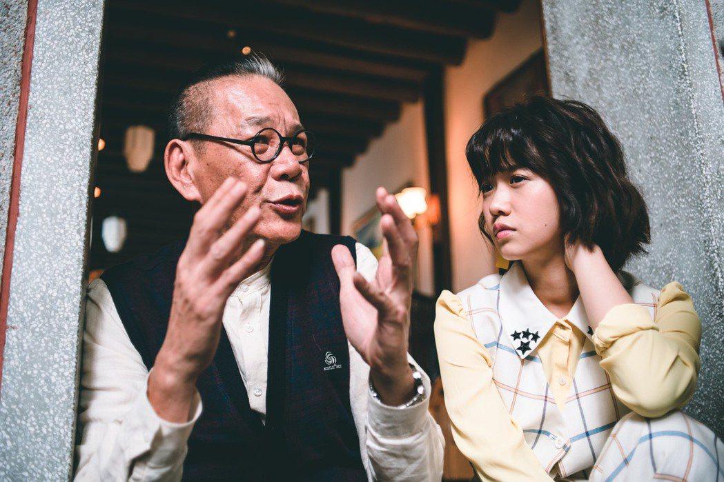 龍劭華(左)在「老姑婆的古董老菜單」中飾演古宅管家,嚴正嵐則是古宅繼承人。圖/華