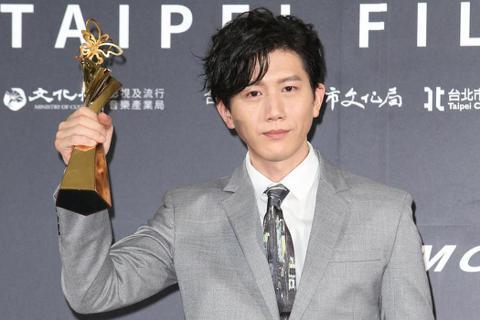 第22屆台北電影獎影帝頒給「親愛的房客」莫子儀,他上台時感謝所有劇組人員以及一路走來陪伴的諸多電影界朋友,「台灣有很多很優秀很棒的演員,我可以站在這裡,並不是代表我是最好的演員,是因為所有劇組人員的...