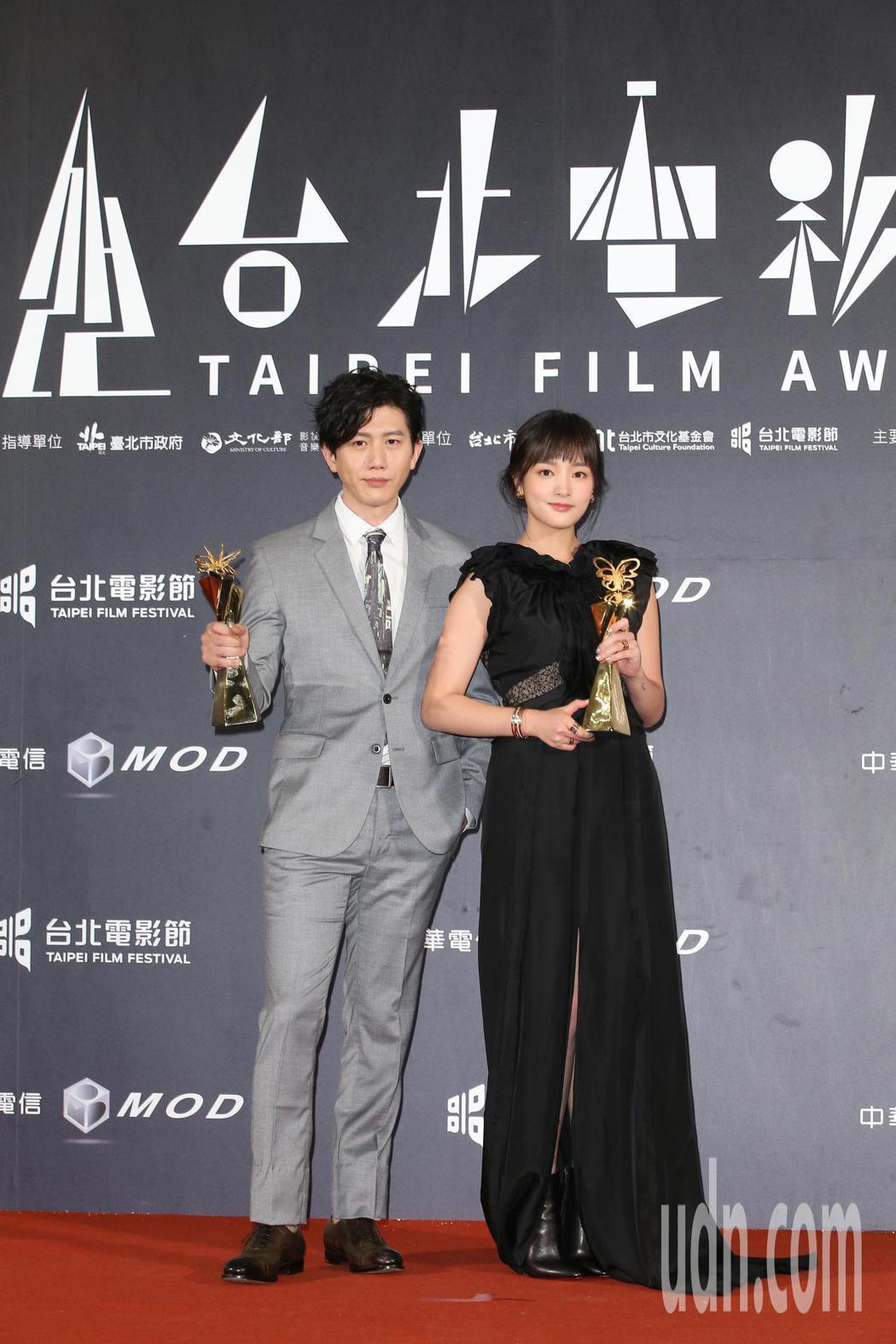 莫子儀(左)與王淨獲得台北電影獎最佳男、女主角。記者陳立凱/攝影