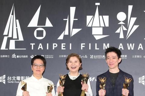 「返校」獲得最佳劇情長片與百萬首獎。