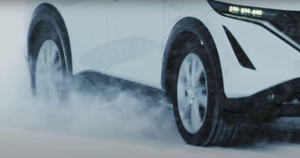 Nissan最新開發的e-4ORCE雙電動馬達四輪驅動技術,在雪地也能很穩定。 ...