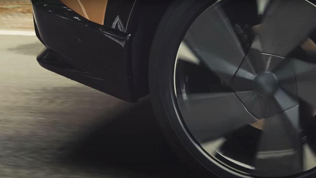 鋁圈的設計似乎也和概念車相去不遠。 摘自Nissan