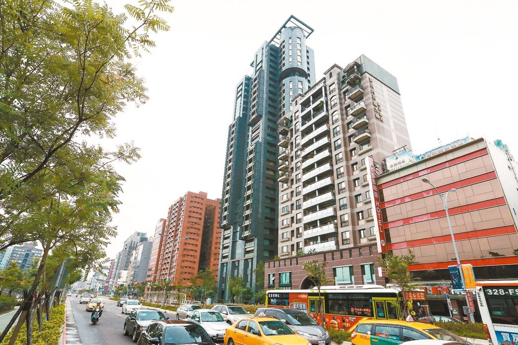 房市買氣逆疫而行,建商推案量增加,低利環境帶動民眾看屋意願。報系資料照