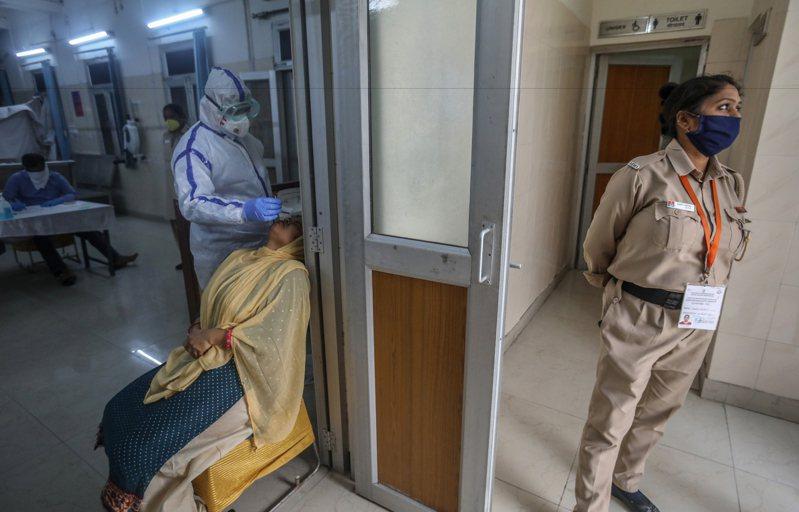 根據印度衛生與家庭福利部報告,印度有8成新冠肺炎感染者沒有症狀或僅有輕微症狀。 歐新社