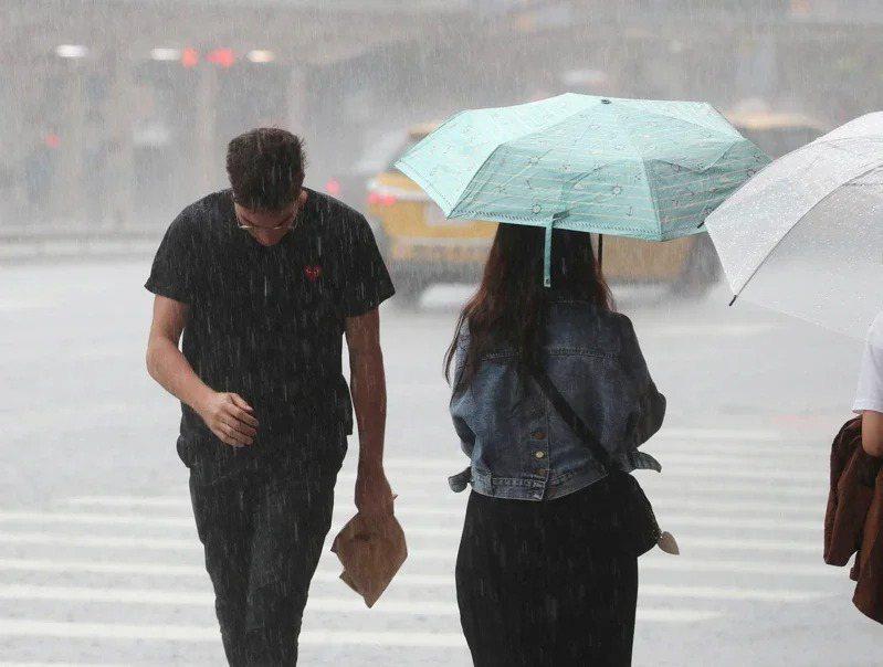 中央氣象局說,周三起到周五水氣增加,中南部一整天都有降雨機率,午後雷陣雨範圍也會加廣。圖/聯合報系資料照片