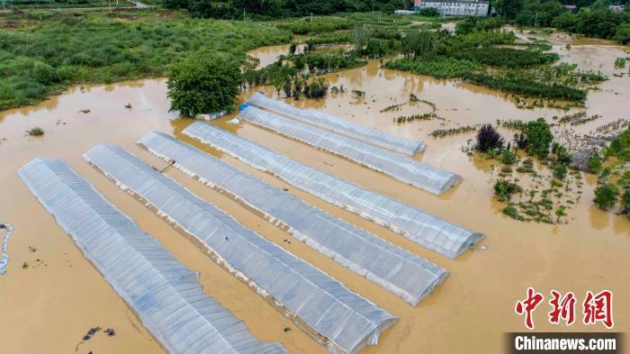 江西防汛抗旱指揮部表示,江西五條主要河流及長江均已出現大洪水,部分地方觀測的洪水...