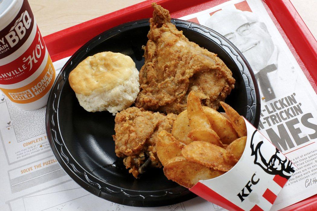 澳洲墨爾本民眾違反居家避疫令偷偷開趴,因為點了大量的肯德基(KFC)外帶而露餡。...