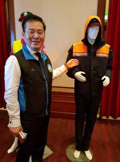 環保署去年發放清潔隊員可以遮風擋雨的GORE-TEX制服。圖/聯合報系資料照片