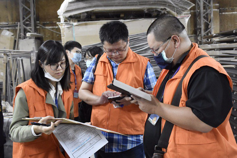 台中市兩家未登記工廠,近日遭關廠處分。圖/台中市經發局提供