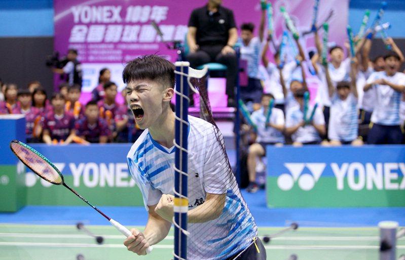 廖倬甫逆轉拿下全團賽男團決賽第一點勝利,興奮握拳。記者余承翰/攝影