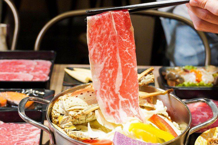 東吉水產西門店,推出加88元「肉品無限」的優惠。圖/東吉水產提供