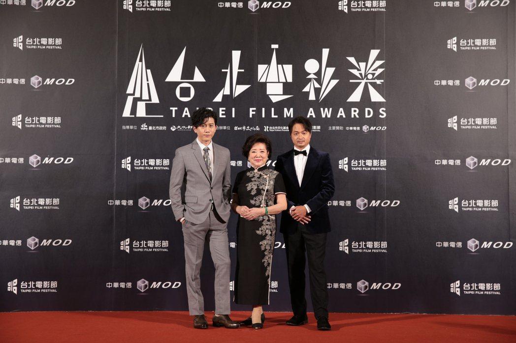 莫子儀(左)等了20年摘下北影影帝獎座。圖/台北電影節提供