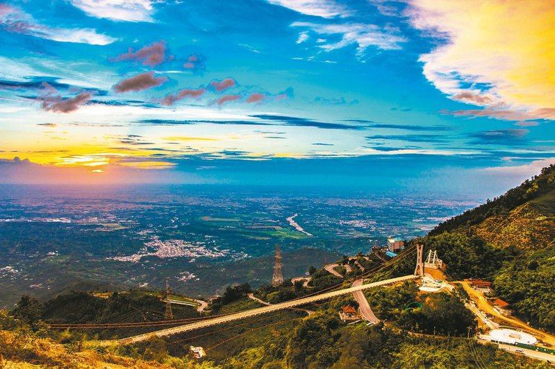 太平雲梯視野遼闊,更可感受多變天氣。 圖/嘉義縣文化觀光局提供