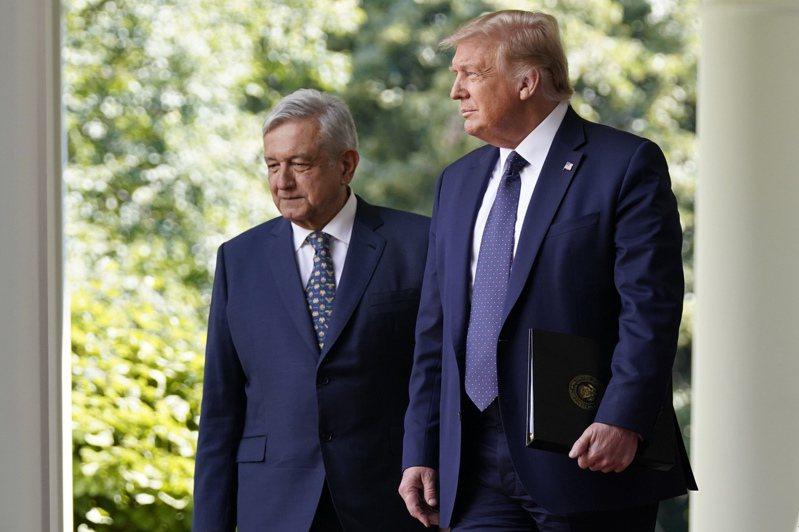 墨西哥總統羅培茲(左)8日抵達白宮與川普舉行會談。美聯社