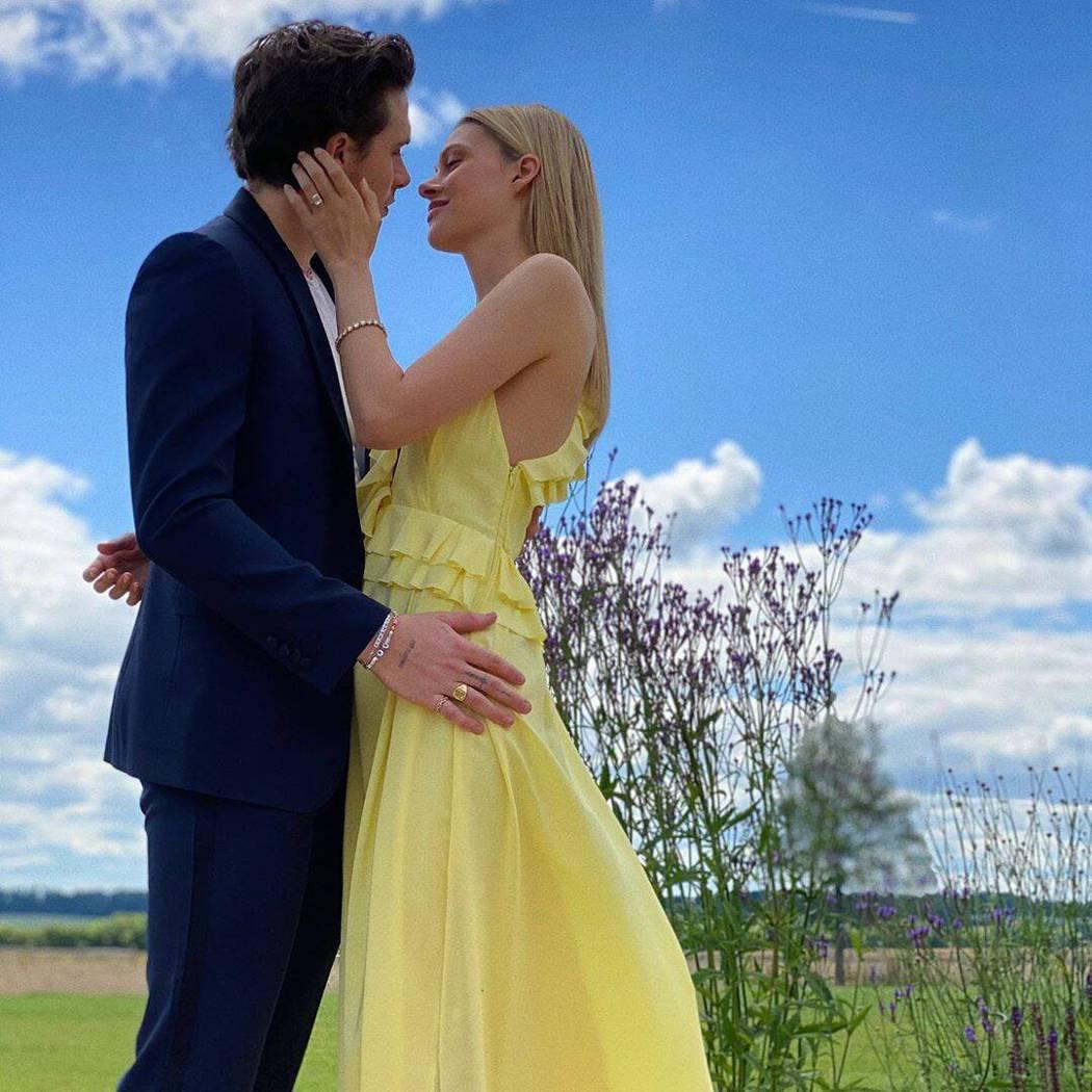 布魯克林貝克漢(左)已向「變形金剛4」女主角妮可拉佩茲(右)求婚成功。圖/摘自I...