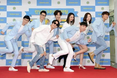 韓國知名綜藝節目「Running Man」為了慶祝播出10周年,12日特別以直播形式,在網路等平台送上粉絲福利。因為節目事前預告要直播,忠實觀眾們引頸期盼,今直播內容揭曉,由劉在錫、金鍾國、HAHA...