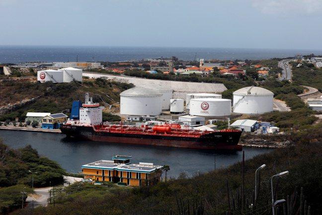 新冠肺炎大流行衝擊原油需求,委內瑞拉庫存暴漲,馬杜洛政府缺乏資金來源,恐更搖搖欲...