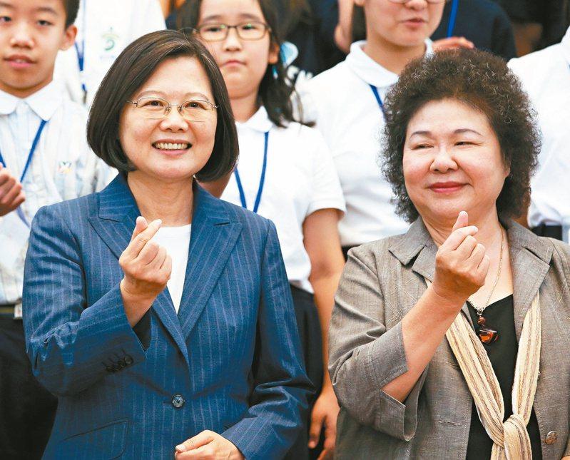 蔡英文總統(左)提名總統府前秘書長陳菊(右)出任監察院長,引爆政壇風暴。本報資料照片