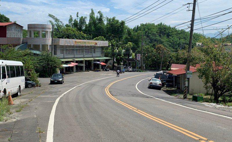 台南左鎮人口流失嚴重,大馬路上幾乎少見車輛經過,左鎮青果市場在芒果旺季仍是冷冷清清。 記者吳淑玲/攝影