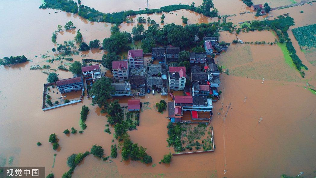 江西洪澇災害已導致550萬人受災,災情慘重。(圖/取自網易新聞)