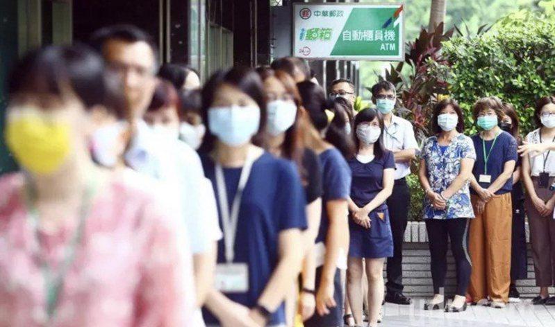中華郵政宣布今起開放三倍券網路及電話預約購券服務。圖/聯合報系資料照片