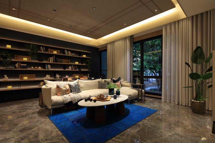 「松德長虹」全案單層住宅4併,以樣品屋戶別為例客廳面寬達5米6,主臥可擁有8米的...