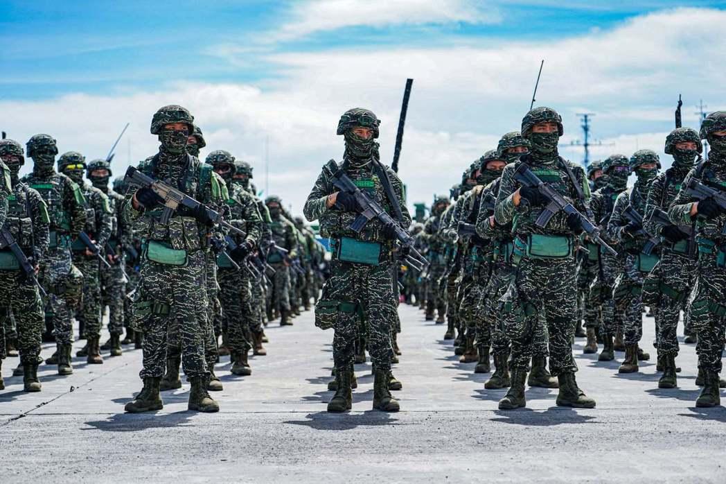 國軍當今面臨最大的挑戰在於,如何凸顯軍事專業,並將不必要的政治干擾降至最低。 圖/中華民國海軍陸戰隊臉書