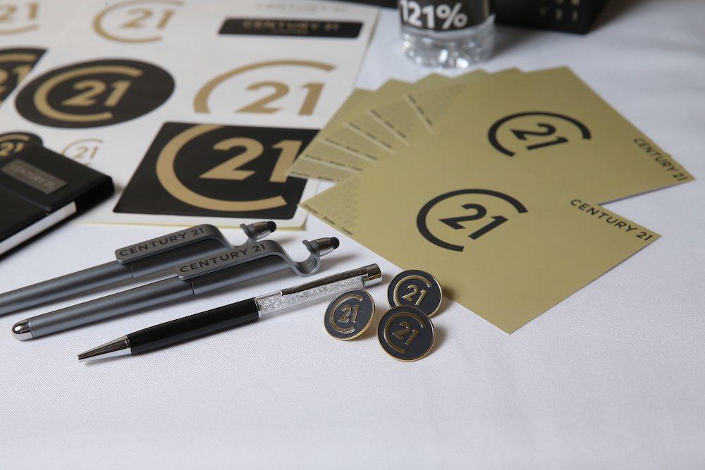 21世紀不動產宣布採用全新品牌標誌「C21」使用高雅洗鍊的黑金配色。 圖/21世...