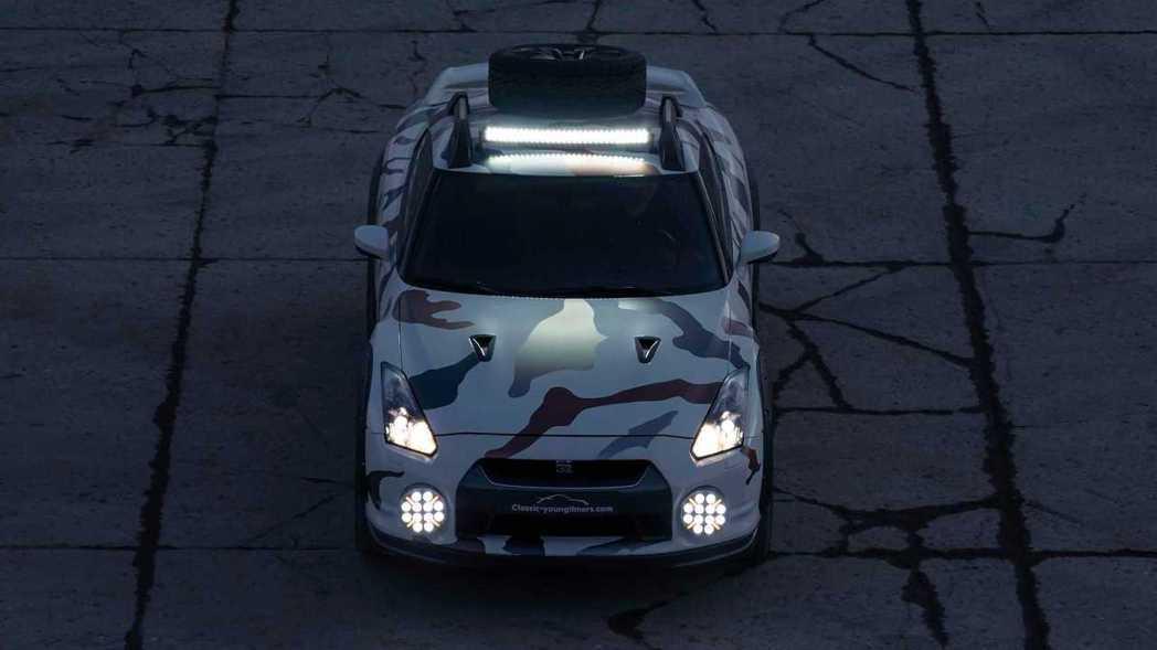 不管是車頭還是車頂的LED探照燈,都頗有拉力賽風格。 摘自Classic You...