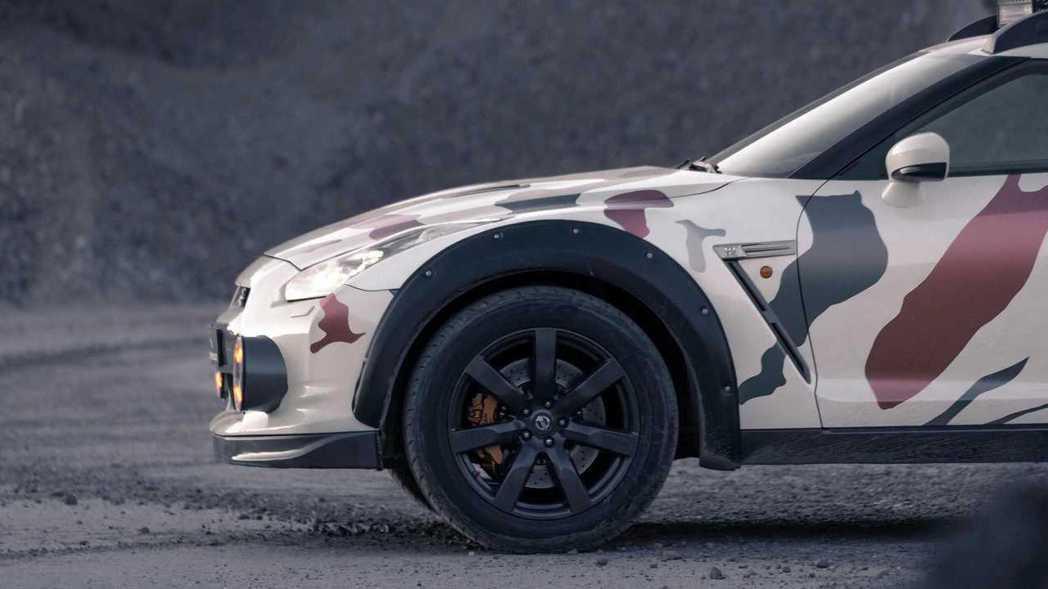 將車身懸吊升高的抬升套件,比原廠高度高了12mm才能咨意越野。 摘自Classi...