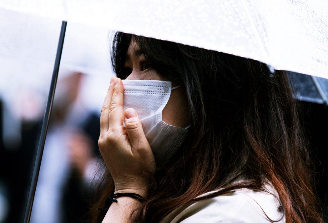13日參加朴元淳告別式的民眾。由於朴元淳過去對人權、性別議題多有貢獻,對於許多寄...