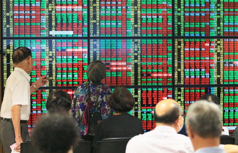 台股今日以12,109.61點開出,台積電開高震盪收最高354.5元,改寫歷史新高。圖/聯合報系資料照