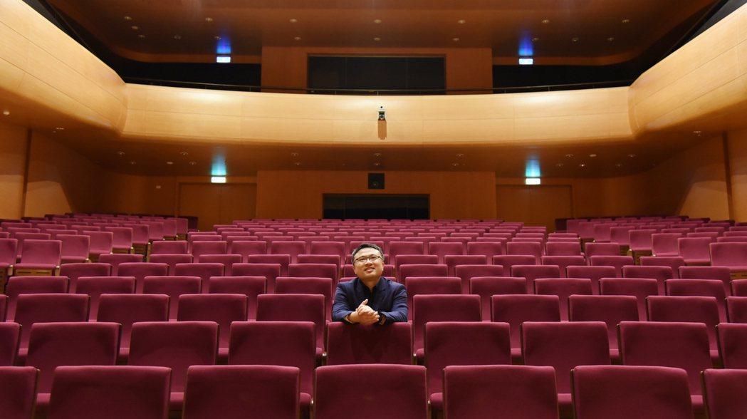 奇美樂展「貝多芬音樂節」策劃人呂岱衛在奇美廳。奇美博物館/提供