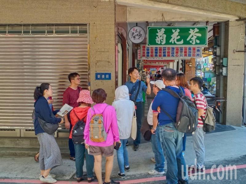 南光中學觀摩台南慈濟高中走讀府城課程,一起尋幽探古。記者鄭惠仁/攝影
