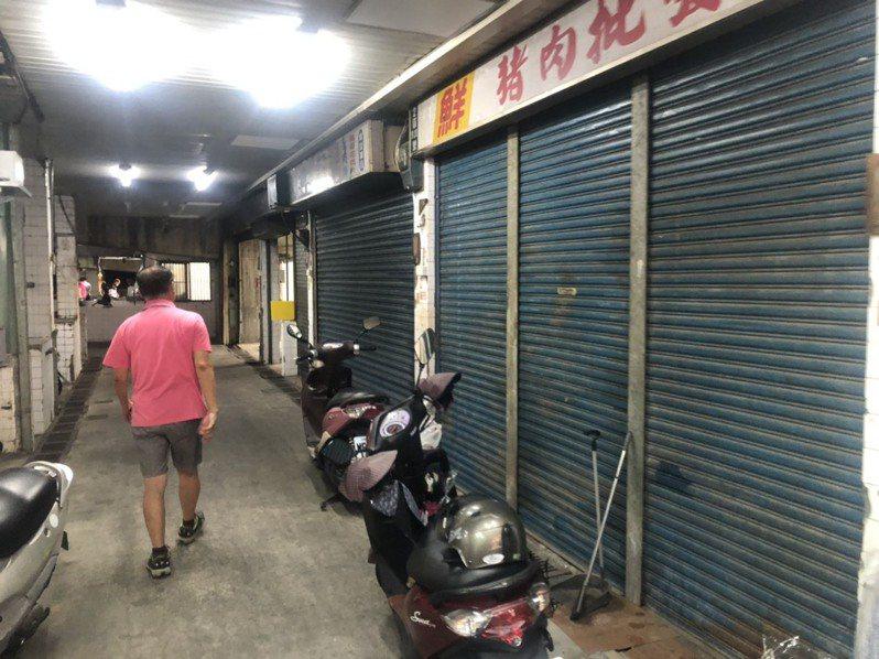 嘉義市北興公有零售市場近年沒落,許多店面都拉下鐵門不再營業。記者李承穎/攝影