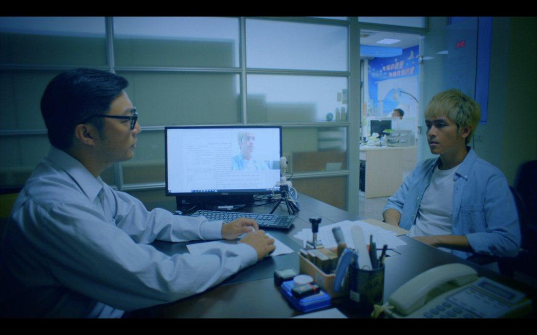 林孫煜豪(右)演出「無主之子」。圖/民視提供