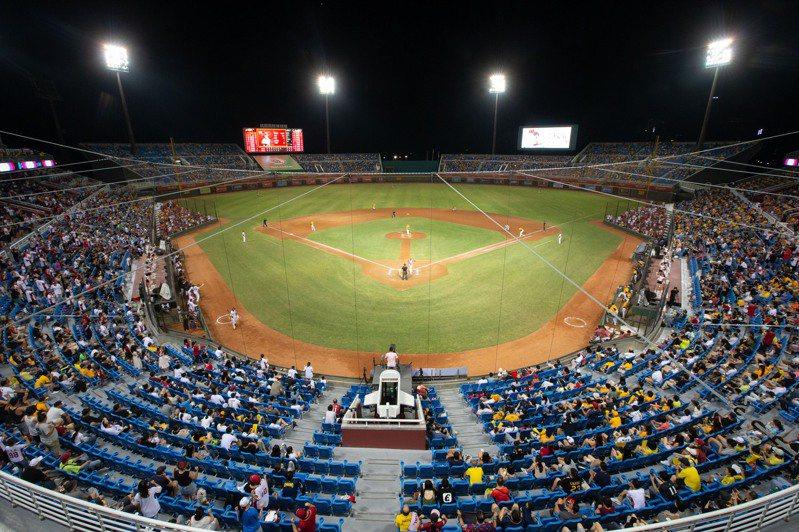 象隊在台南球場拚上半季封王,5500張門票賣光(圖為周日桃園比賽)。記者季相儒/攝影