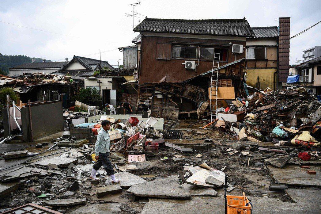 日本九州南部熊本縣豪雨成災,目前已之72人罹難。(法新社)
