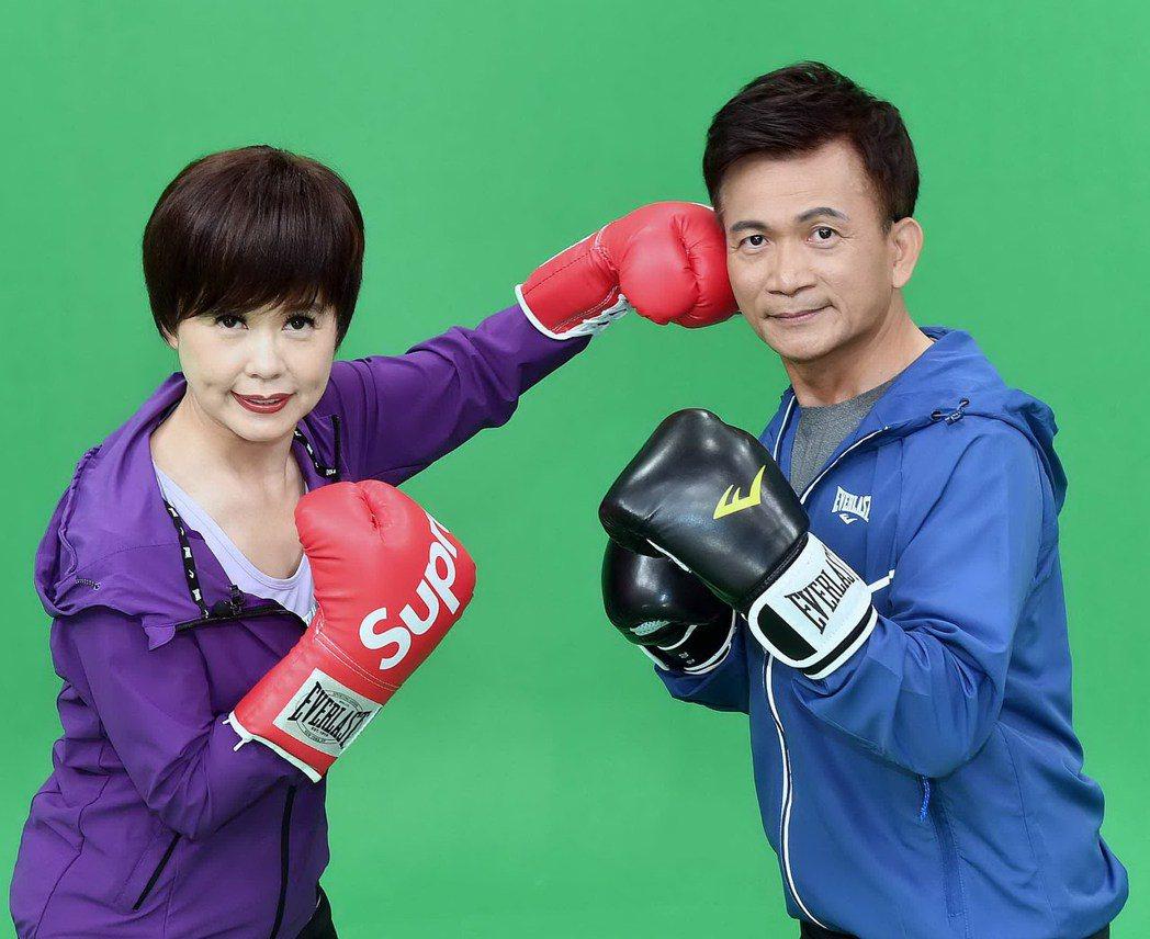 華視台語主播林玉珍(左)、徐榮寅呼籲新血加入。圖/華視提供